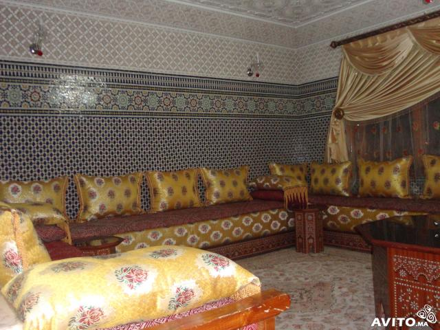 salon marocain tissu moderne d co salon marocain. Black Bedroom Furniture Sets. Home Design Ideas