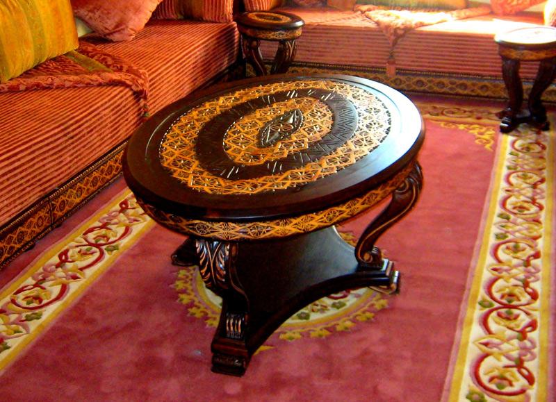 Tables en bois sculpté pour salon