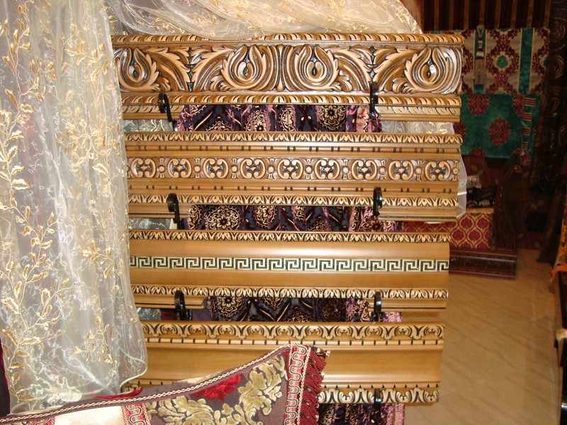 Banquettes en bois pour salon marocain traditionnel d co for Decoration salon en bois
