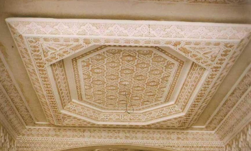 Plafond decoratif salon marocain d co salon marocain for Modele de plafond decoratif