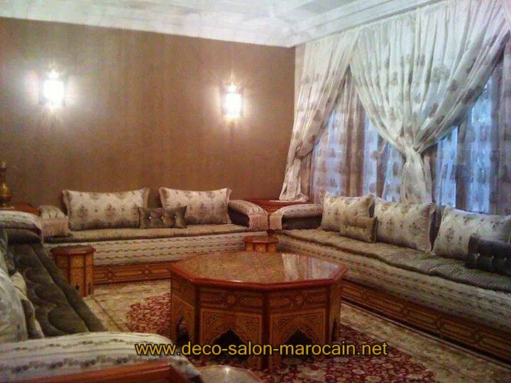 Salon marocain en bois arabesque d coration for Decoration salon en bois