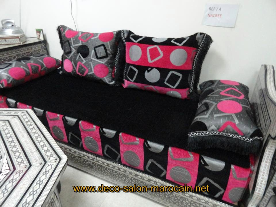 meubles salon marocain modernit et le traditionnel d co salon marocain. Black Bedroom Furniture Sets. Home Design Ideas