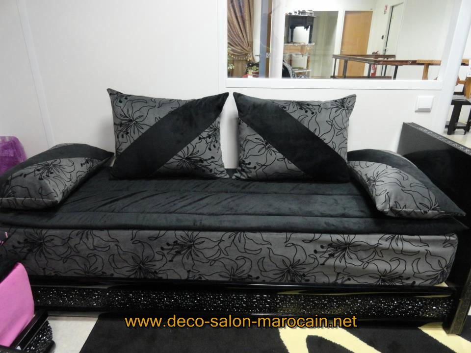 salon marocain velours noir avec lhaf d co salon marocain. Black Bedroom Furniture Sets. Home Design Ideas
