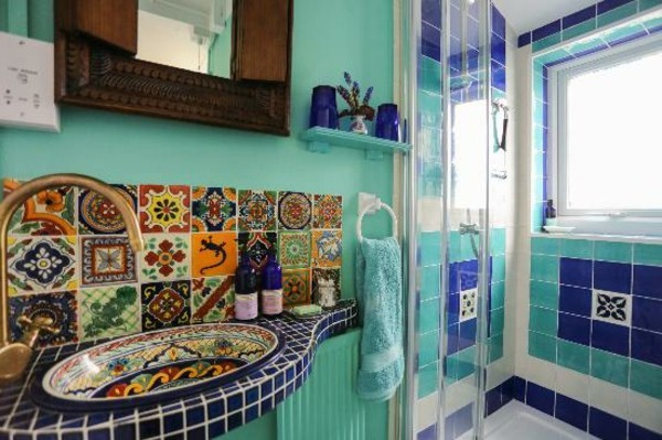 carreaux avec style marocain pure dans la salle de bain - Salle De Bain Marocaine Traditionnelle