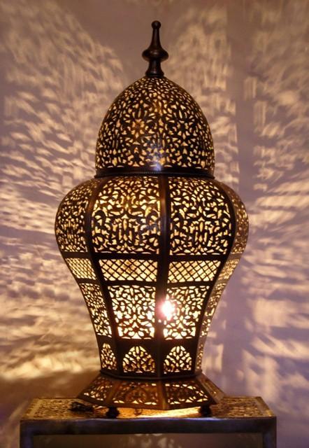 lanterne marocaine avec un éclairage agréable