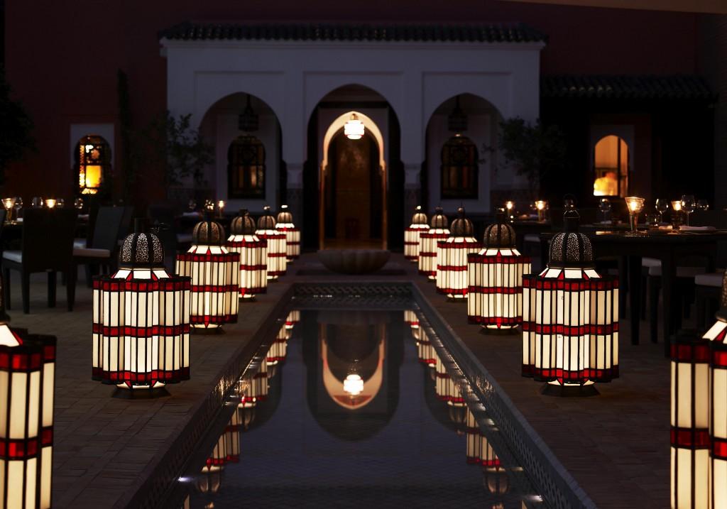 lanternes avec magnifique design d'exterieure de Riade marocain