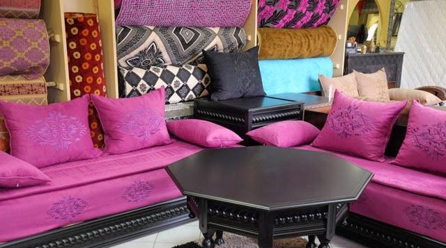 Salon marocain couleur rose pour une d coration moderne for Table de salon marocain pas cher