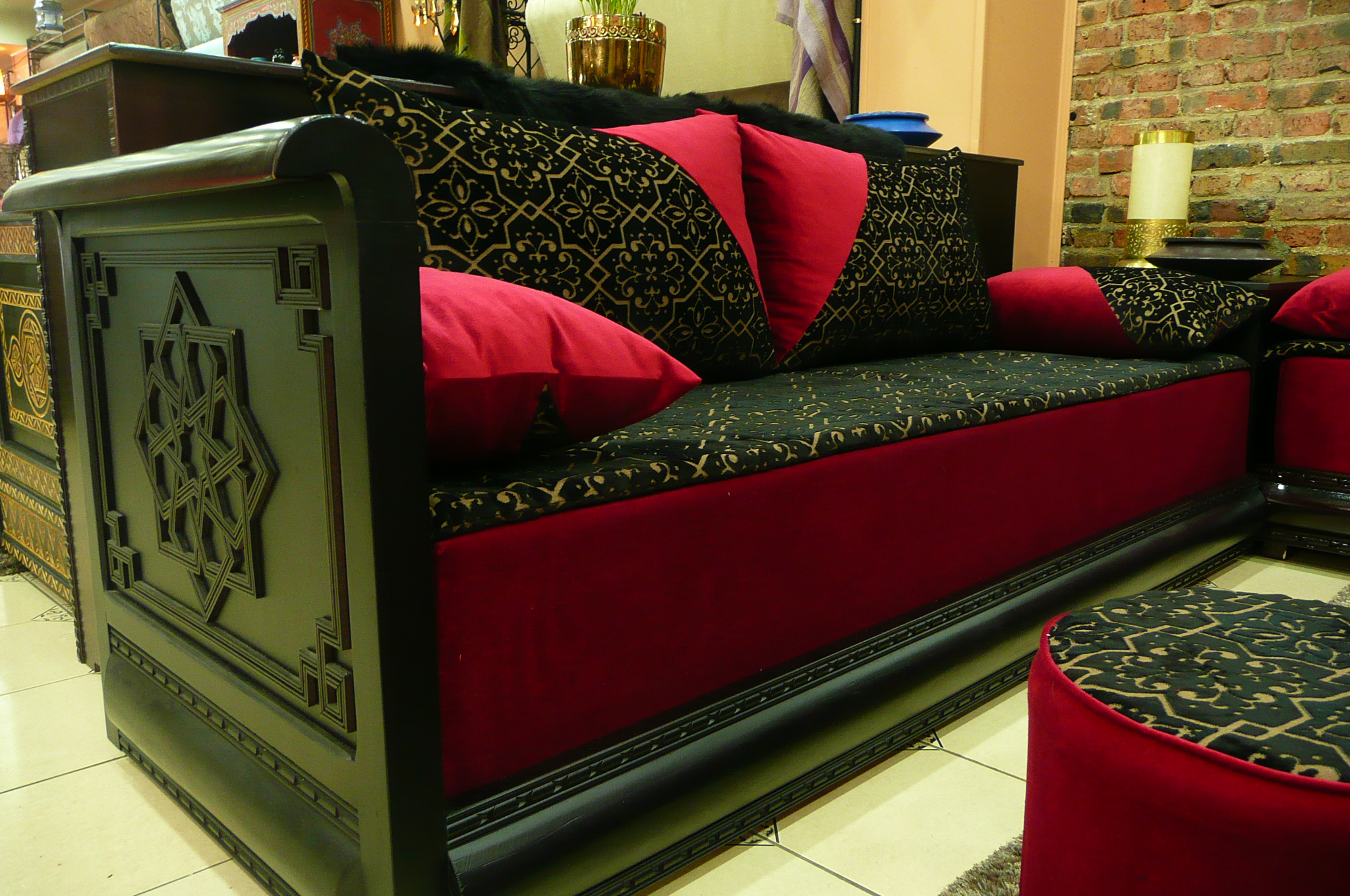deco salon rouge et noir deco salon rouge et noir with. Black Bedroom Furniture Sets. Home Design Ideas