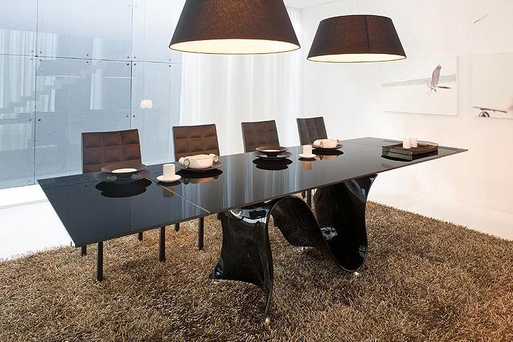 Table noire d'agréable designe